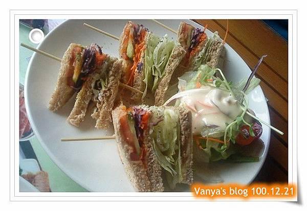 高雄2樓的故事-小汪點的全麥鮮蔬鮪魚三明治
