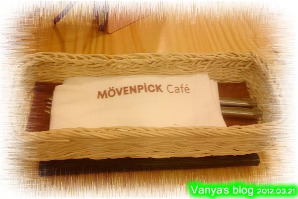 高雄夢時代之莫凡彼咖啡館-餐具及餐巾紙先上桌