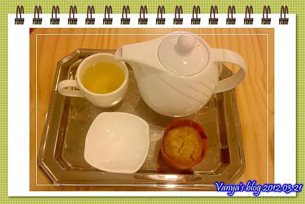 高雄夢時代之莫凡彼咖啡館-小汪點的洋甘菊茶,送小瑪芬