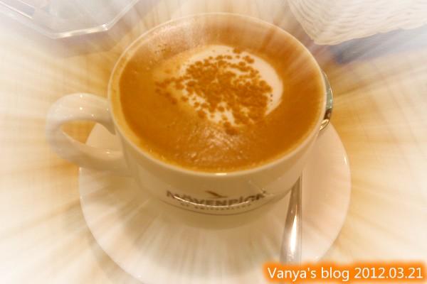 高雄夢時代之莫凡彼咖啡館-穎點的熱卡布奇諾,有撒肉桂粉喲!