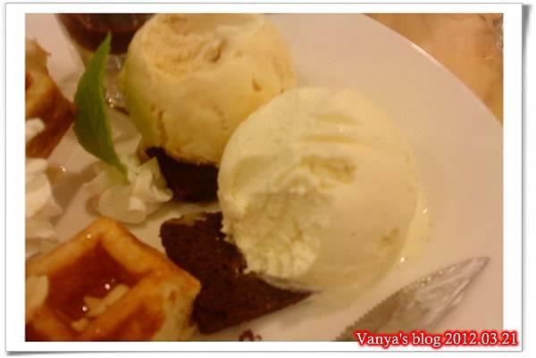 高雄夢時代之莫凡彼咖啡館-蜂蜜維尼丹麥千層鬆餅,近拍