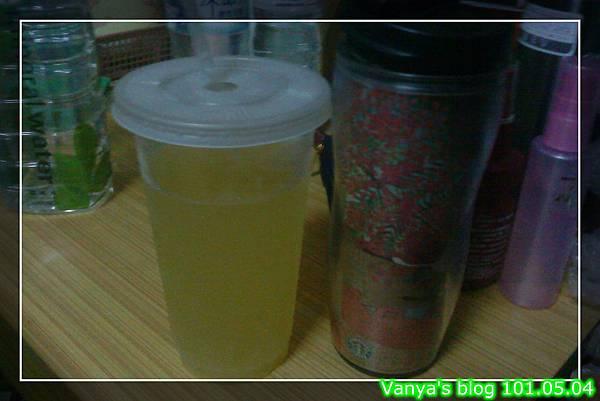 檸檬原汁,加一點點糖,酸得好過癮!