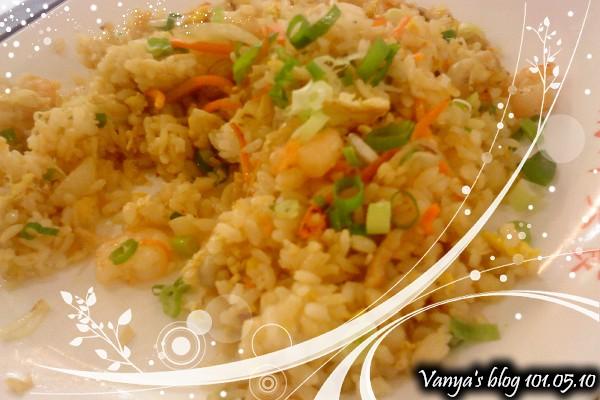 高雄漢神BF3南洋美食-泰式海鮮炒飯