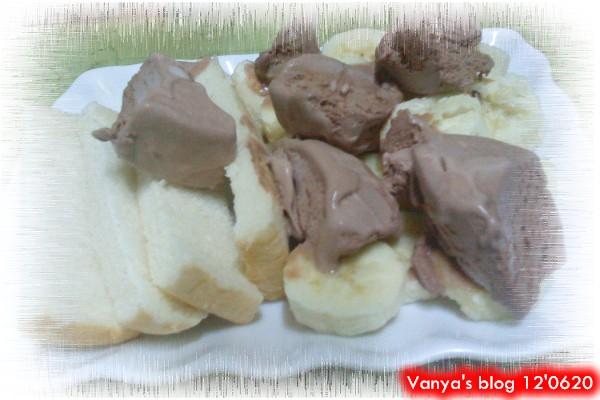 自製冰淇淋吐司-加了香蕉,美味樣~~~