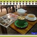 高雄雅裴詩咖啡-專門放飲料的小桌子