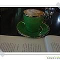 高雄雅裴詩-享受咖啡與書刊