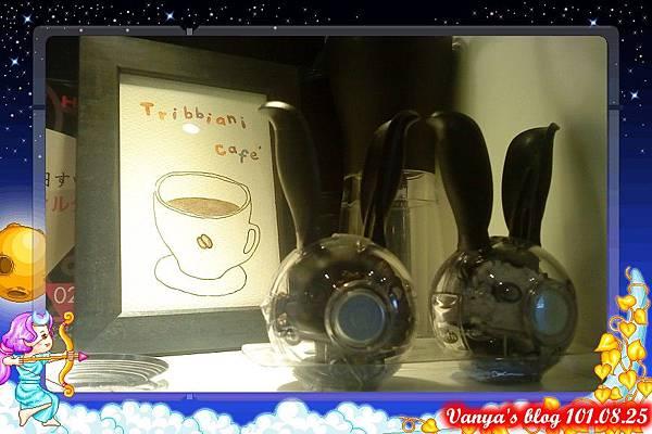 高雄脆阿尼咖啡-裝飾小櫥窗