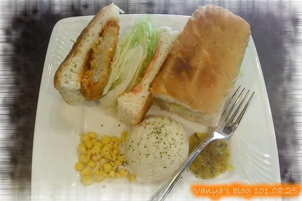 高雄脆阿尼咖啡-佛卡夏原味雞排三明治