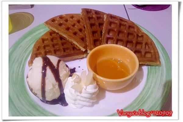 高雄The cafe'-蜂蜜香草冰淇淋鬆餅