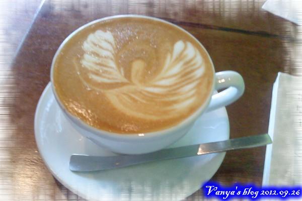 草圖咖啡-熱卡布奇諾與拉花