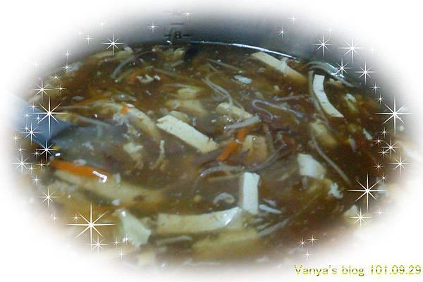 鄰居阿姨阿尼給的一鍋酸辣湯,GOOD!!!