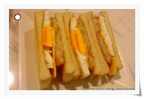 The cafe'-起士蛋薯餅三明治