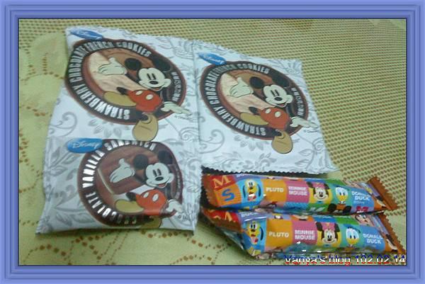 外婆友人給予的日本迪士尼餅乾,好吃、偏甜~