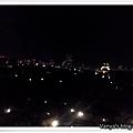 機加酒-KKR hotel osaka 8F窗外的糊掉夜景...