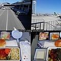 機加酒-CI167,飛機餐是豬肉飯和穎的雞肉麵