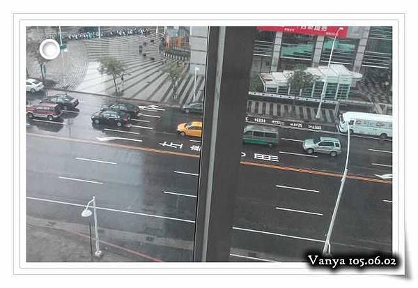 高雄大遠百電梯-雨天