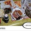 一家四口的晚餐-PIZZA、一鴨三吃和下一鍋水煎包等