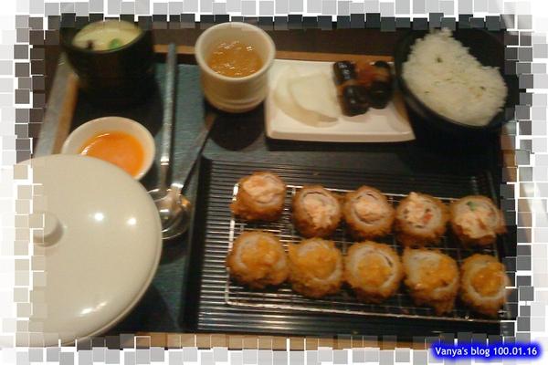 高雄中山品田牧場-老妹點的黃金泡菜/海老沙拉雙味豬排餐