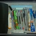 習慣於筆袋放置的文具