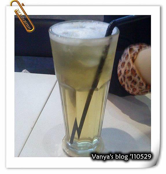 高雄alwaya a+ 之鹿谷青茶,老妹點的
