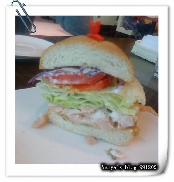 991209 法國麵包燻雞三明治剖面圖,優格醬好吃