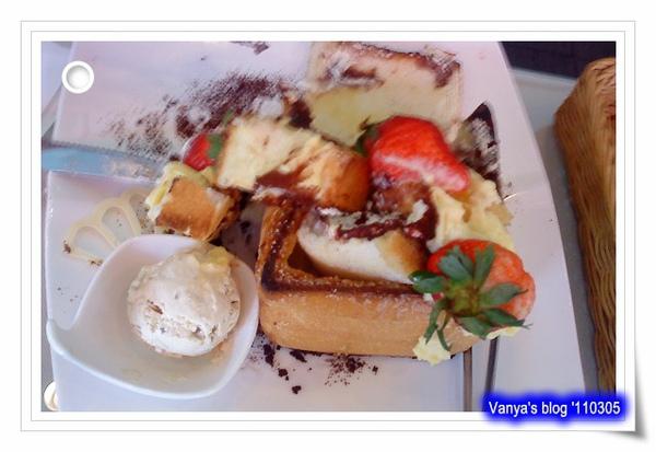 高雄左飲右食-雅慕法式甜點,小雞的提拉米蘇蜜糖土司,解體樣...
