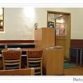 鹽程區羅多倫咖啡店內部