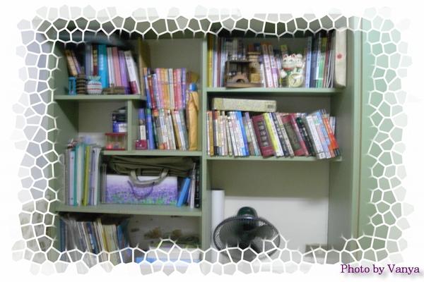 穎媽房間的書櫃