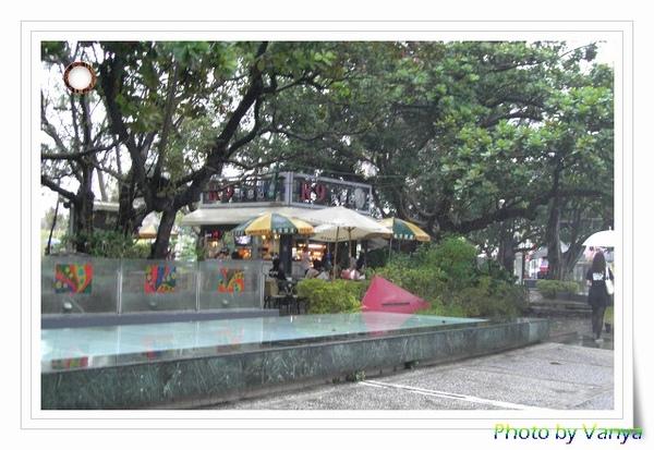 城市光廊的雨天風景