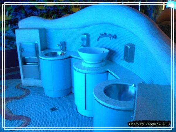 中友百貨的兒童洗手台