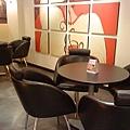 高雄漢神之西雅圖咖啡的內用桌