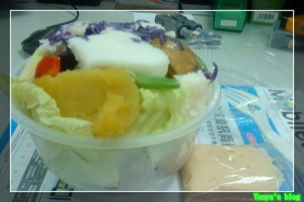 午餐團購綜合沙拉與自製千島醬