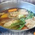"""""""聚""""之穎的蔬食套餐鍋,一起共浴的食材"""