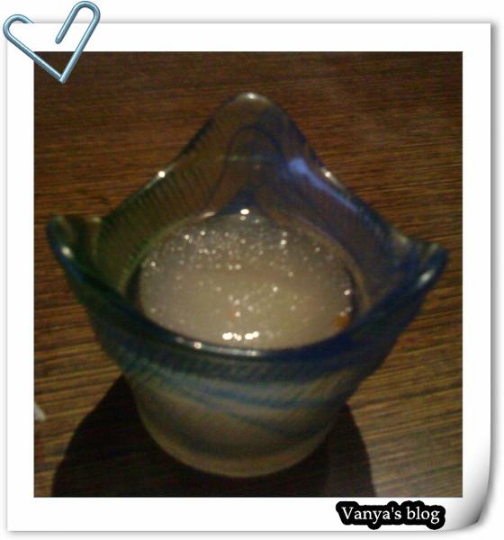 """""""聚""""之每份套餐必有的梅子醋,因為是冰的,穎沒碰"""