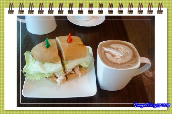 991209 小雞請的下午茶-法國麵包燻雞三明治和熱摩卡其諾