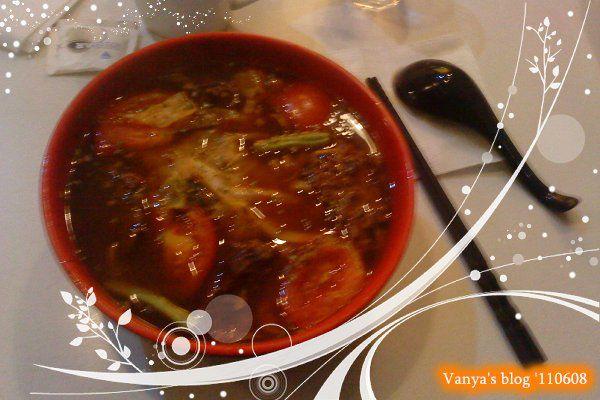 高雄 alwaya a+ 之小雞點的招牌牛肉麵,味道很好唷