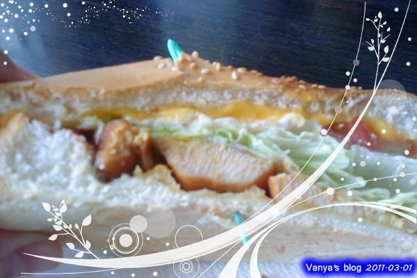 高雄尚品咖啡漢神店,下午茶-潛水艇三明治,燻雞肉,分一半