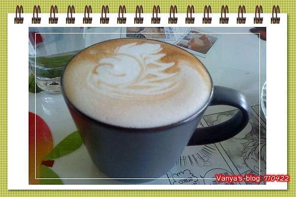 高雄咖啡林咖啡0422-無糖熱卡布,拉花很漂亮