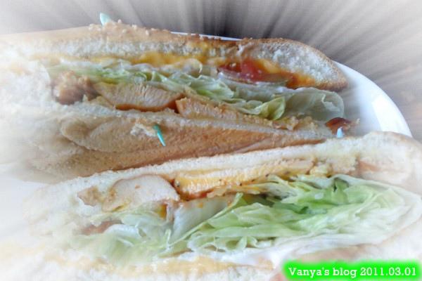 高雄尚品咖啡漢神店,下午茶-潛水艇三明治,燻雞肉近照