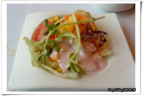 高雄普普的風-穎套餐附的前菜,沙拉是藍莓醬