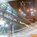 咖啡林咖啡0409-晚上的美麗島捷運站上方
