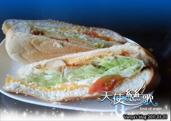 高雄尚品咖啡漢神店,下午茶-潛水艇三明治,燻雞肉
