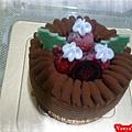 991128 哞哞給的生日禮--提拉米蘇冰淇淋蛋糕,上頭的草莓糖很讚