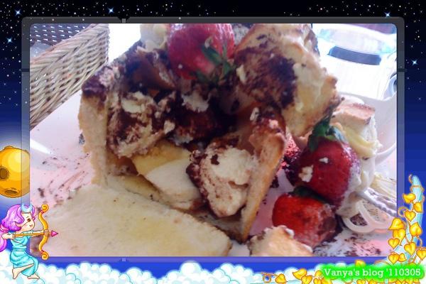 高雄左飲右食-雅慕法式甜點,小雞點的提拉米蘇口味的蜜糖土司,內餡照