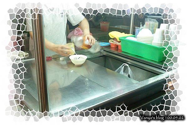 高雄哈瑪星代天宮廟口-冷凍芋準備上桌中
