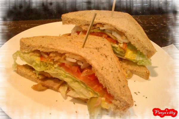 雅詩斐咖啡之全麥燻雞三明治