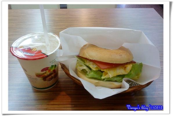 高雄拉亞漢堡-火腿歐姆貝果,與豆漿