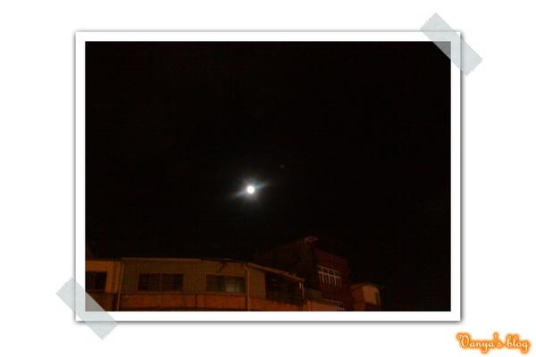 又圓又亮的月