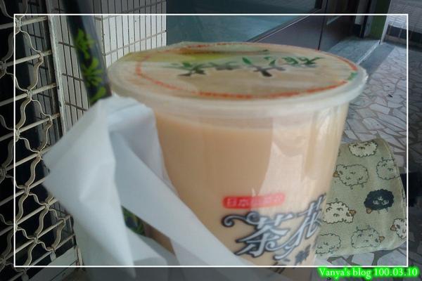 傻瓜冰茶的特濃拿鐵奶茶,溫的