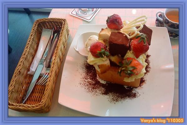 高雄左飲右食-雅慕法式甜點,小雞點的提拉米蘇口味的蜜糖土司